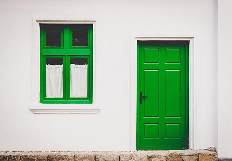 緑のドアと窓